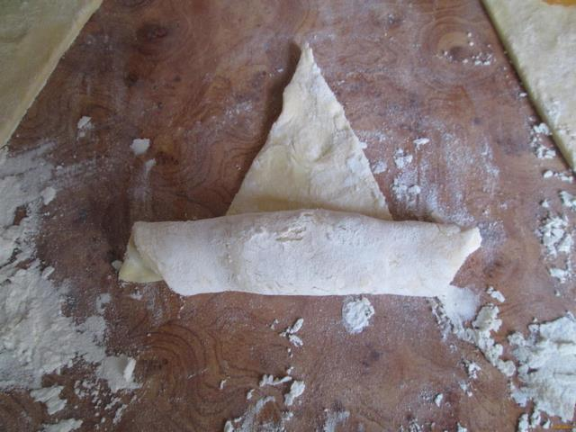 Круассаны с мармеладом рецепт с фото 4-го шага