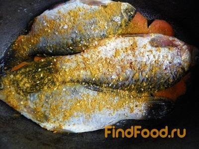 Тушеная рыба с луком и морковью рецепт с фото 5-го шага