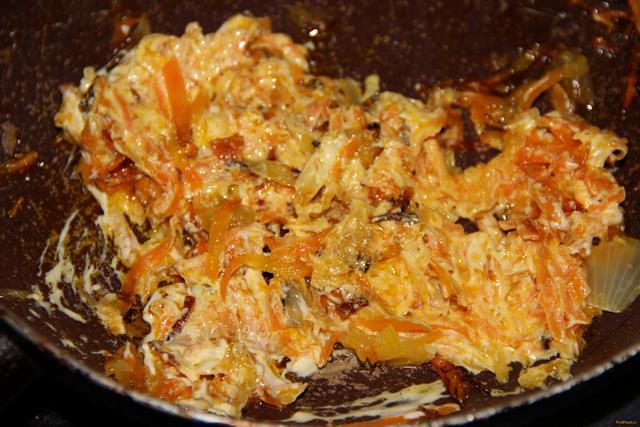Горбуша с морковью и луком рецепт с фото 5-го шага