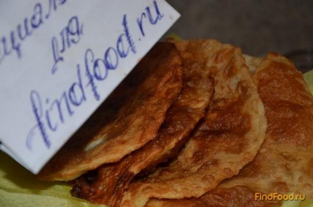 Чебуреки с сырно-колбасной начинкой рецепт с фото 7-го шага