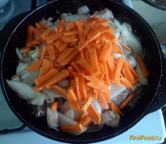 Свиной гуляш с луком и морковью рецепт с фото 3-го шага