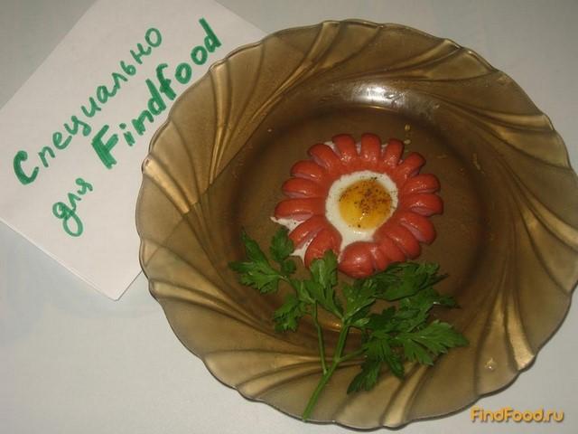 Яичница-цветок в сосиске рецепт с фото 4-го шага