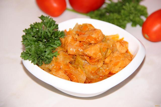 Рецепт Тушеная капуста со свининой в мультиварке рецепт с фото