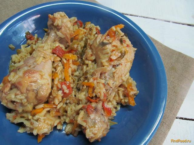 На гарнир к жареной курице многие хозяйки предпочитают готовить рис.