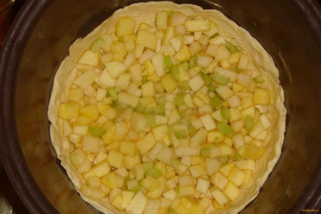 Яблочно-грушевый пирог с сельдереем в мультиварке рецепт с фото 6-го шага