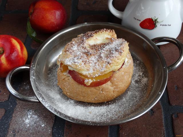 Рецепт Десерт с нектаринами в булочке рецепт с фото