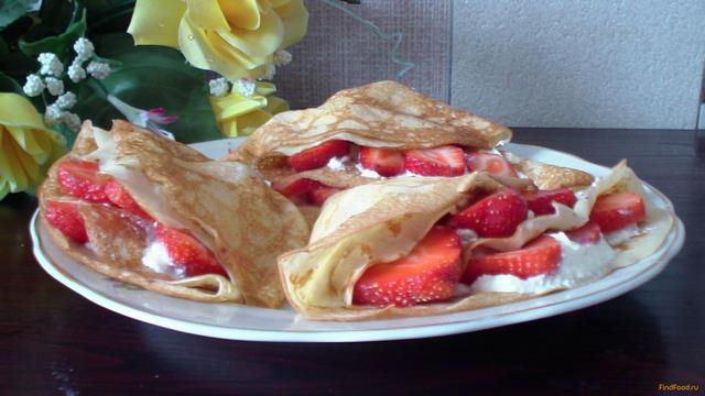 Рецепт Блины со свежей клубникой и творожным кремом рецепт с фото