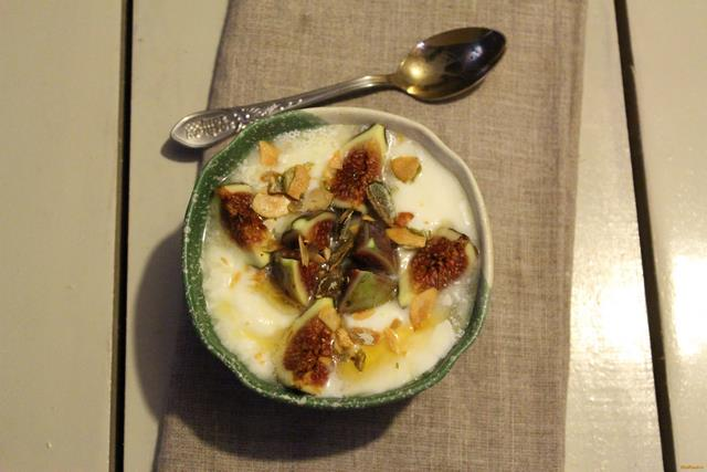 Рецепт Домашний йогурт с инжиром рецепт с фото