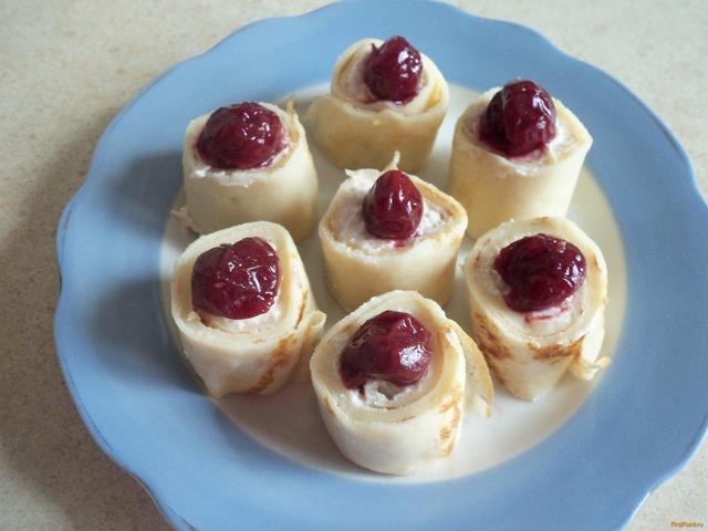 Рецепт Роллы из блинов с творогом и фруктами рецепт с фото