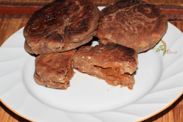 Рецепт Шоколадные сырники со сгущенкой рецепт с фото