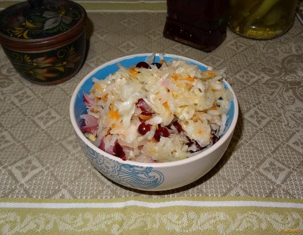 Рецепт Квашеная капуста с клюквой и медом рецепт с фото