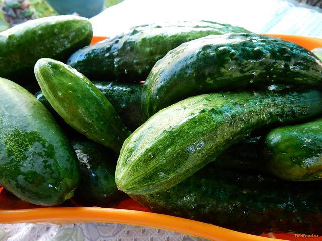 Салат из огурцов с чесноком на зиму рецепт с фото 1-го шага