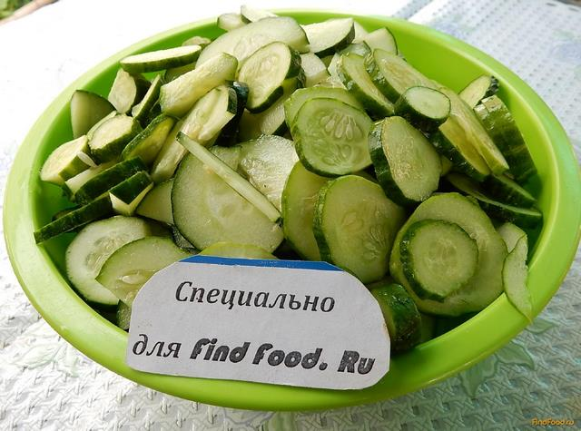 Салат из огурцов с чесноком на зиму рецепт с фото 2-го шага