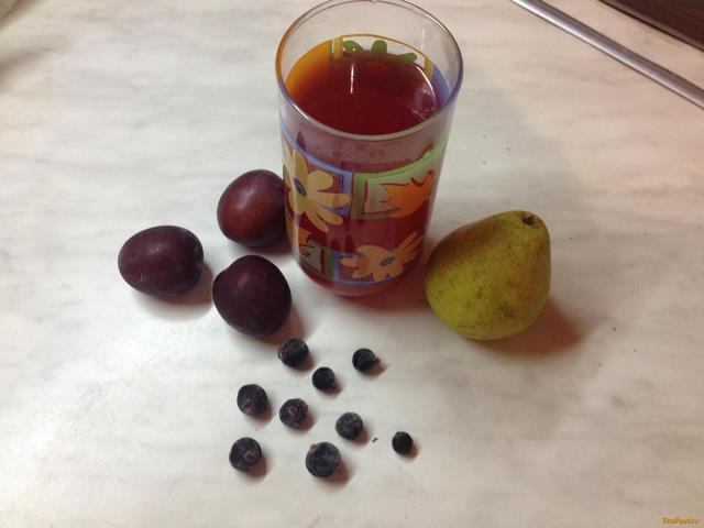 Рецепт Сливовый компот с грушами и черной смородиной рецепт с фото
