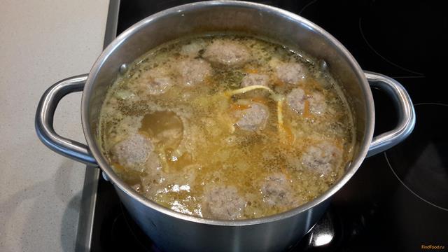 Суп с фрикадельками с домашней лапшой
