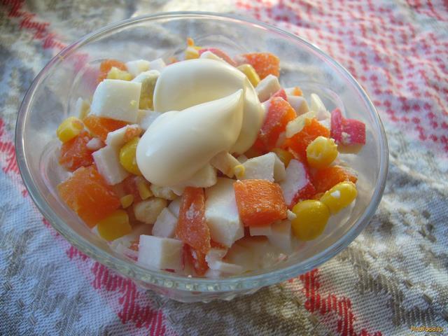 Рецепт Салат с крабовыми палочками кукурузой и морковью рецепт с фото