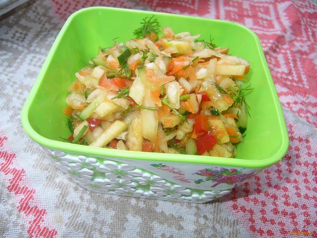 Рецепт Салат из капусты с яблоком огурцом и сладким перцем рецепт с фото