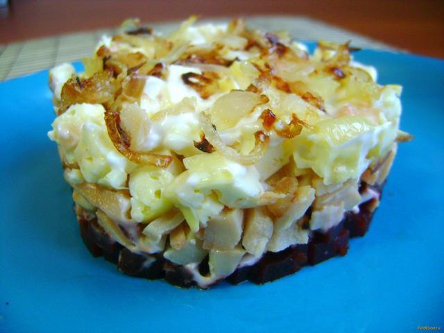 Рецепт Салат с консервированными кальмарами и свеклой рецепт с фото