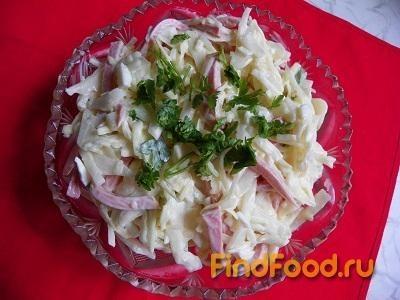 Рецепт Салат с капустой колбасой и маринованным луком рецепт с фото