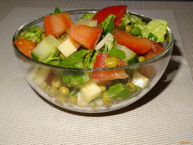 Рецепт Овощной салат с зеленым горошком и сыром рецепт с фото
