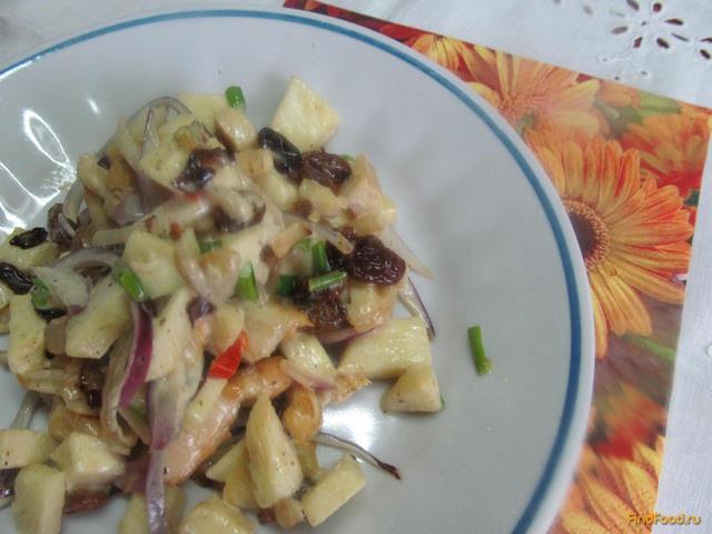 Рецепт Теплый салат из курицы изюма и яблока рецепт с фото