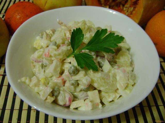 Рецепт Салат из крабовых палочек горошка и сыра рецепт с фото