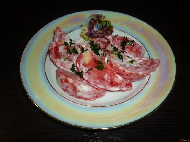 Рецепт Салат из розовых помидор со сметаной рецепт с фото