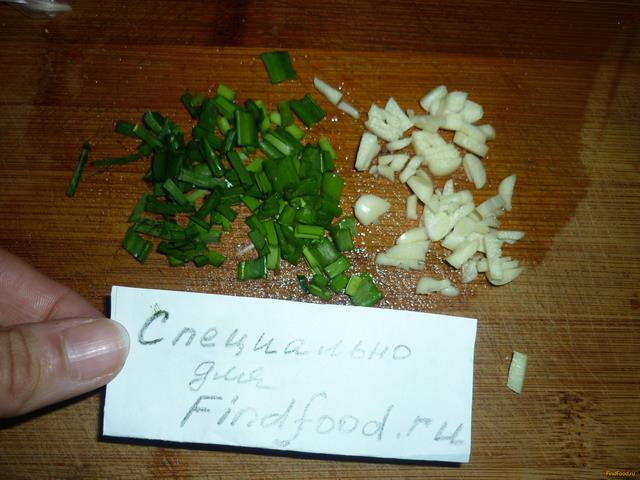Салат из курицы с чесноком и сыром рецепт с фото 5-го шага