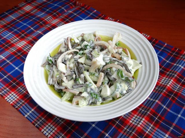 Рецепт Салат с морской капустой кальмаром и яйцами рецепт с фото