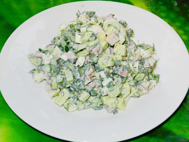 Рецепт Салат с колбасой и зеленым луком рецепт с фото
