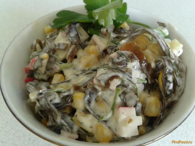 Рецепт Салат из морской капусты с кукурузой и крабовыми палочками рецепт с фото