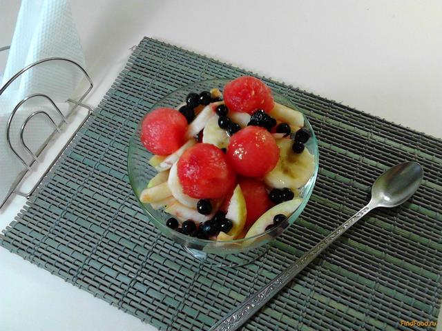 Рецепт Сладкий салат из фруктов и ягод с медом рецепт с фото