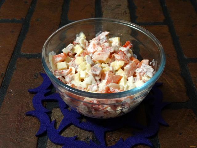 Рецепт Салат с колбасой и сыром рецепт с фото