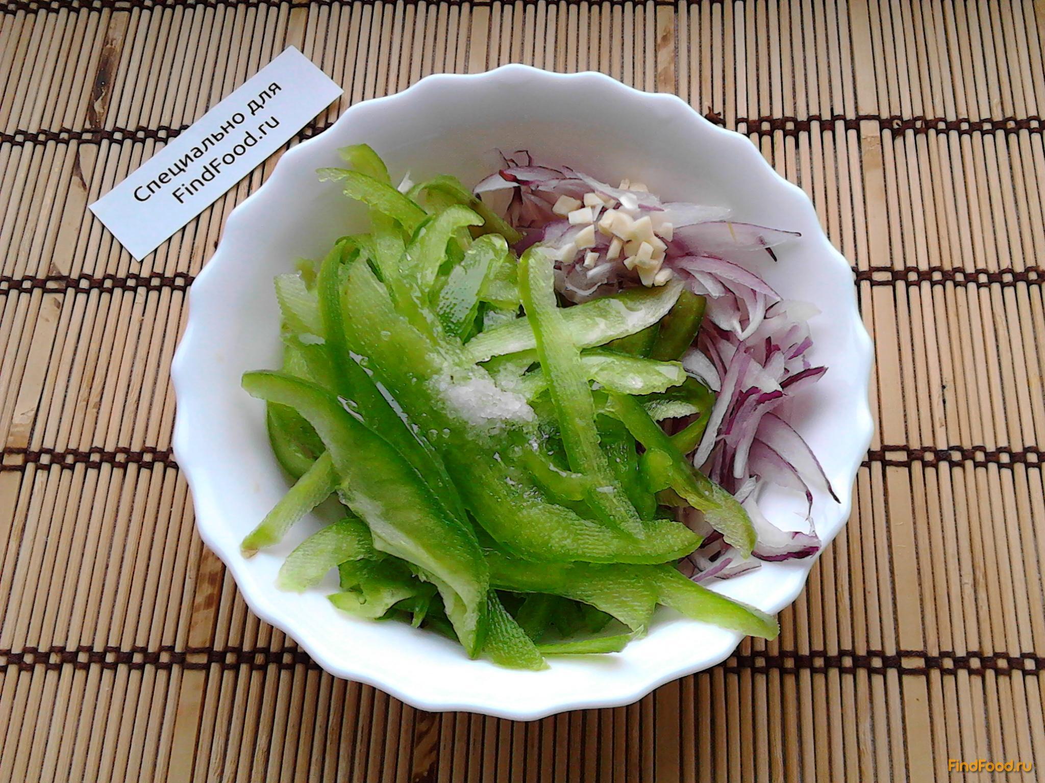 Салат из болгарского перца с луком рецепт с фото 5-го шага