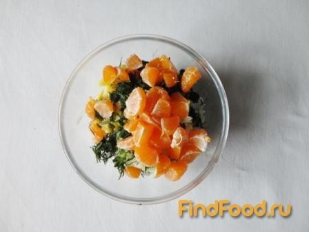 Салат из редьки с мандарином рецепт с фото 7-го шага