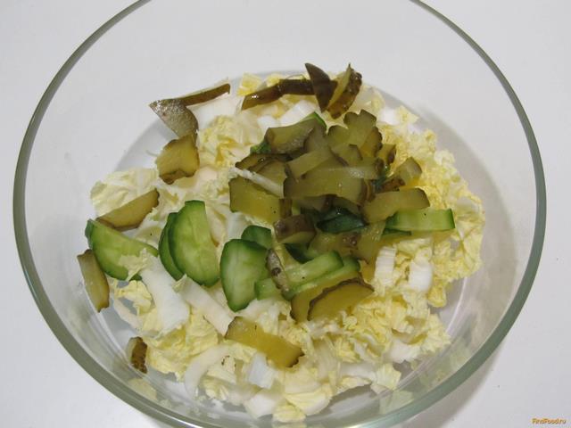 салат с пекинской капустой с солеными огурцами