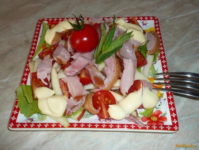 Салат с копченой курицей и копченым мясом