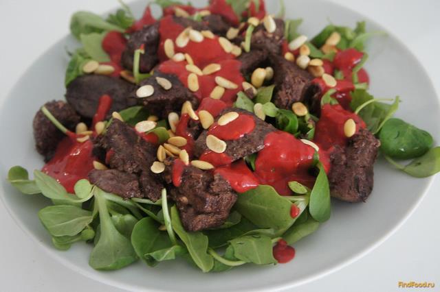 Рецепт Салат с куриной печенью с соусом из малины рецепт с фото