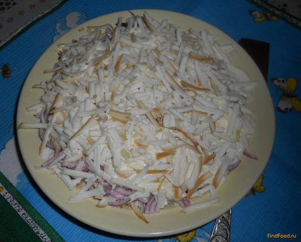 Рецепт Салат слоеный с луком и колбасным сыром рецепт с фото