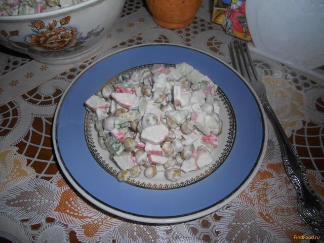 Рецепт Салат с зеленым горошком и крабовыми палочками рецепт с фото