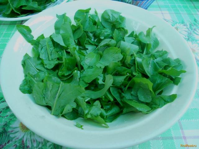 рецепт из листьев салата и редиски