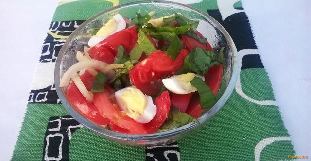 Рецепт Салат из розовых помидоров и базилика рецепт с фото