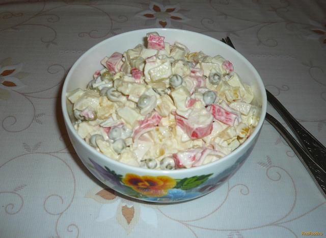 Рецепт Салат с крабовыми палочками яблоком и горошком рецепт с фото