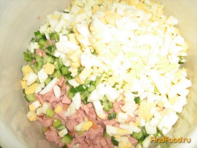 Салат с мивиной и колбасой с