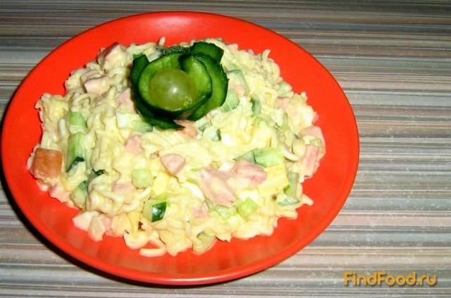 Салат с мивины с колбасой