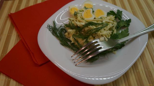 Рецепт Салат с капустой и яйцами рецепт с фото