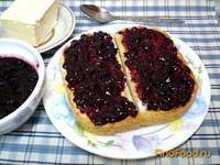 Рецепт Тосты с маслом и смородиновым вареньем рецепт с фото