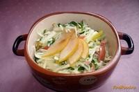 Рецепт Салат из капусты с грушей и сосисками рецепт с фото