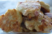 Рецепт Оладьи с копченым сыром и колбасой рецепт с фото