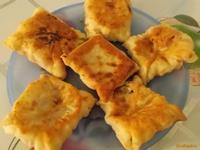 Рецепт Конвертики с копчёной колбасой и творогом рецепт с фото